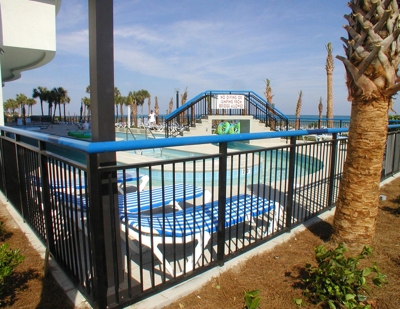 3-Line picket railing for pool surround