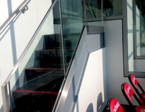 glass railing in combination with aluminum Griprail