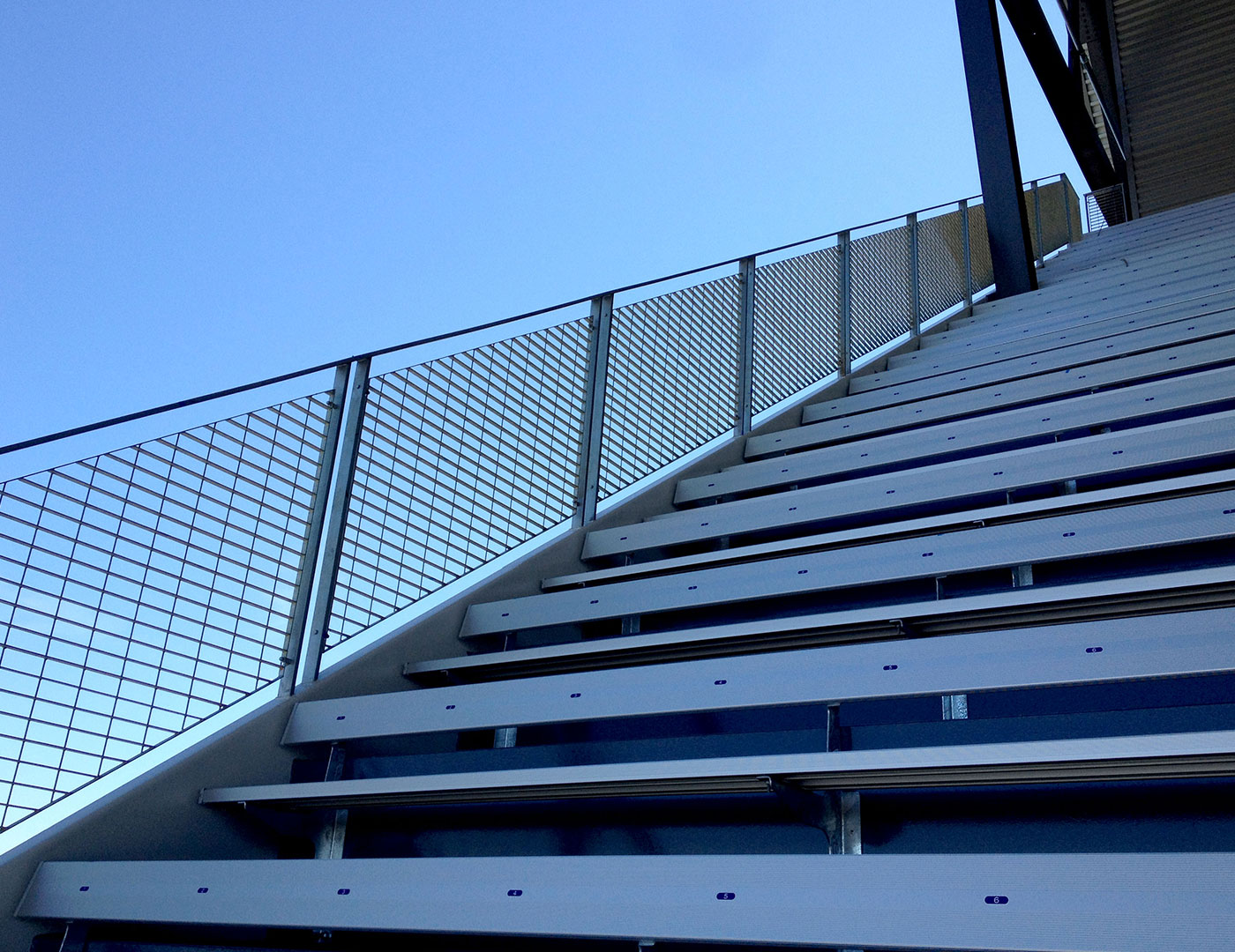 Post supported galvanized steel mesh railing