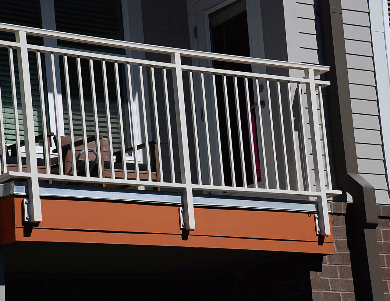 Side mounted aluminum balcony railing