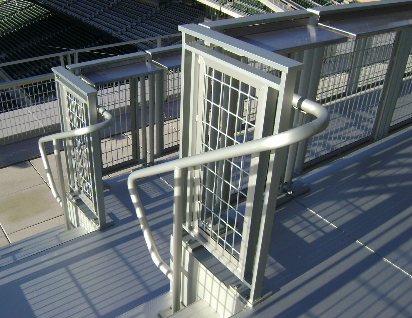 Gidguard mesh railing with drinkrail