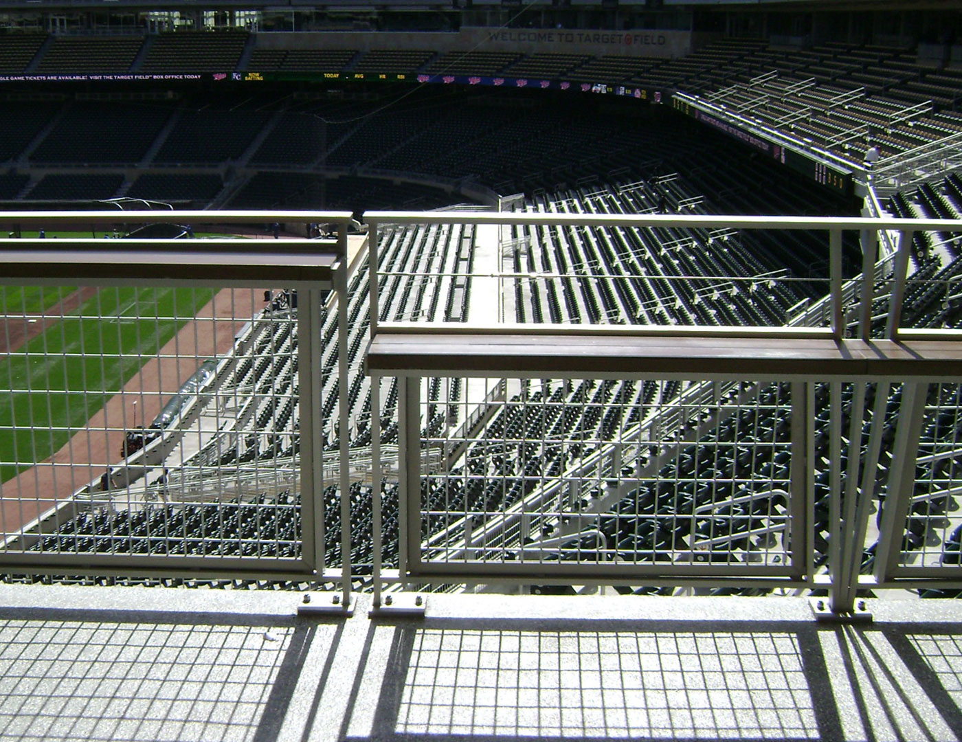Target Field combined our Gridguard mesh railing with a Tensiline Cable top