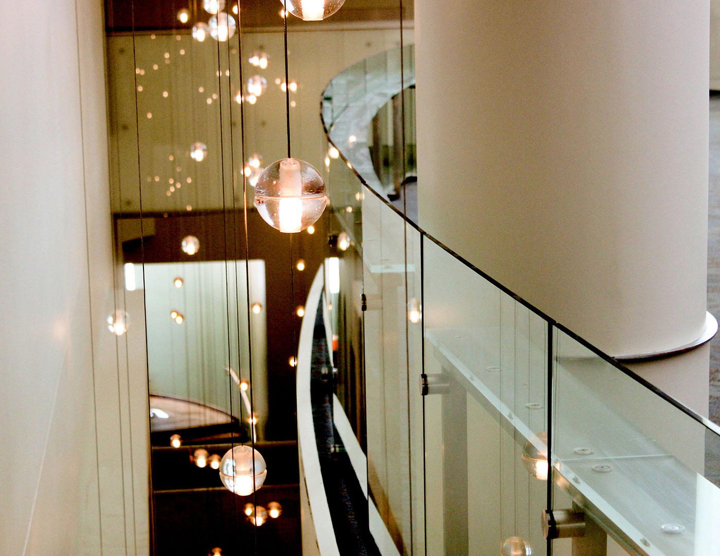Glass railing with glass drinkrail